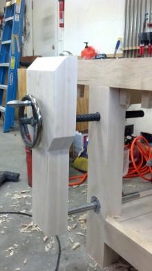 linear-bearing-leg-vise-01